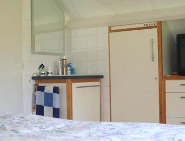 Boven wastafel slaapkamer13