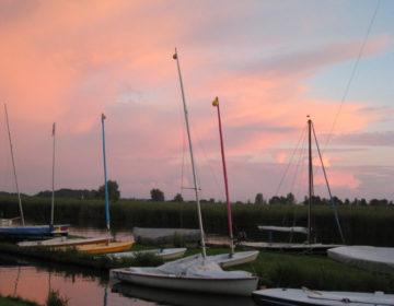 avondzon over de boten